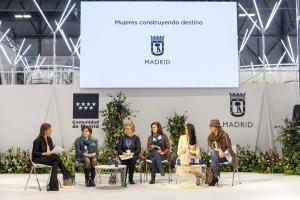 Mesa redonda Mujeres construyendo destino