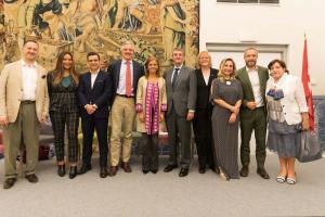 Almudena Maíllo junto con los ponentes del debate celebrado por el Día Mundial del Turismo