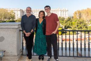 Isaac Hempstead-Wright, Almudena Maíllo y Liam Cunningham
