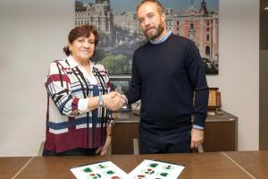 Foto del acuerdo de patrocinio para la organización y celebración de la segunda edición del premio Mejor Visita Guiada de Madrid