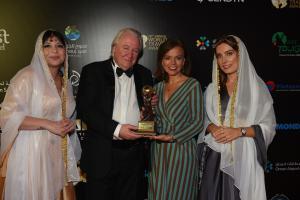 El fundador de los premios World Travel Awards, Graham Cooke, y la concejala delegada de Turismo del Ayuntamiento de Madrid, Almudena Maíllo.